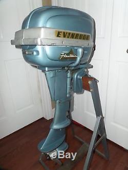 Vintage 1954 Evinrude FLEETWIN model 7514 7.5 HP Outboard withOriginal Gas Tank